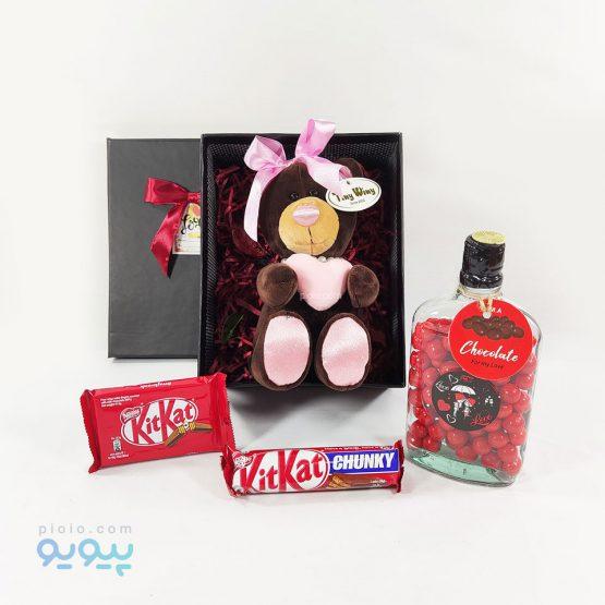 باکس هدیه با عروسک خرس قلب به دست