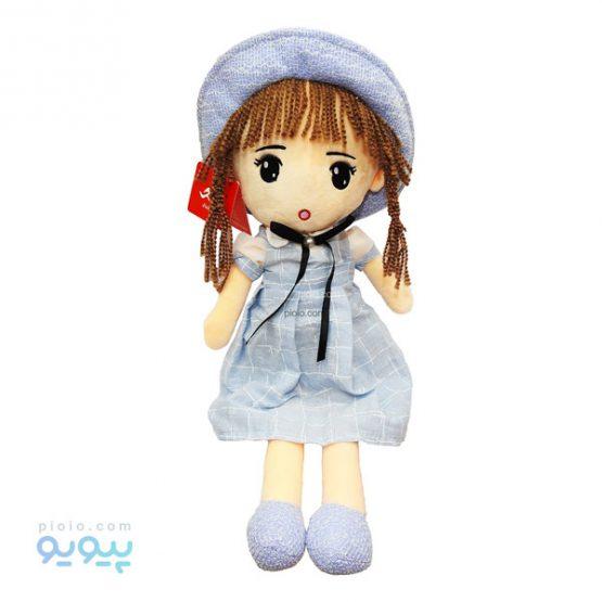 عروسک دختر مو قهوه ای با پیراهن چهارخونه کلاه دار